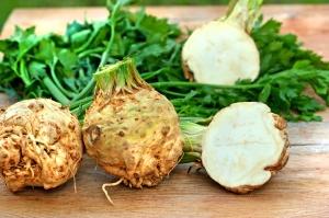 Organic elery (root celery and leaves of celery)