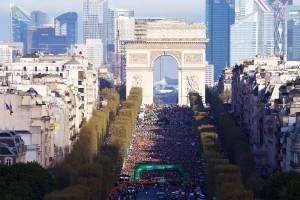Le départ sur les Champs-Élysées © Eva.F..Lefloch