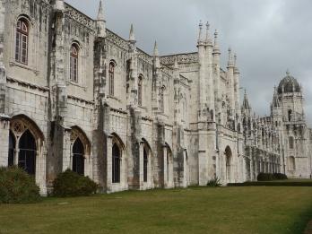 Lisbonne : passage devant le monastère des Hiéronymites