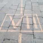 Le chiffre VII gravé au sol ©B. Thomasson