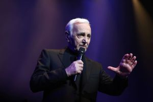 Charles Aznavour au Palais des Congrès @ Dominique Jacovides (Bestimages)